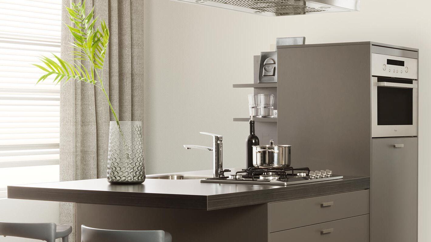 Kleine keuken met bar